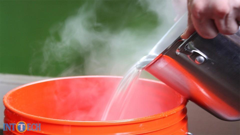 استفاده از آب داغ برای لباس شستن ضرورت است یا اشتباه؟ چاره چیست؟